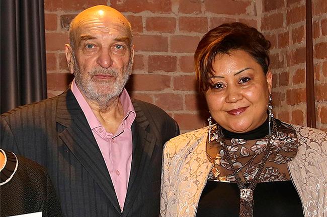 С женой Азимой