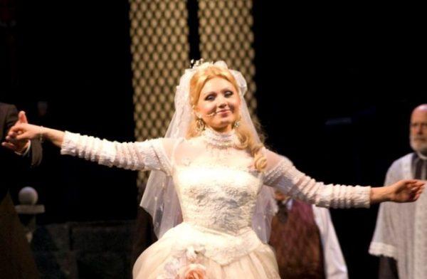 Ирина Климова на сцене театра