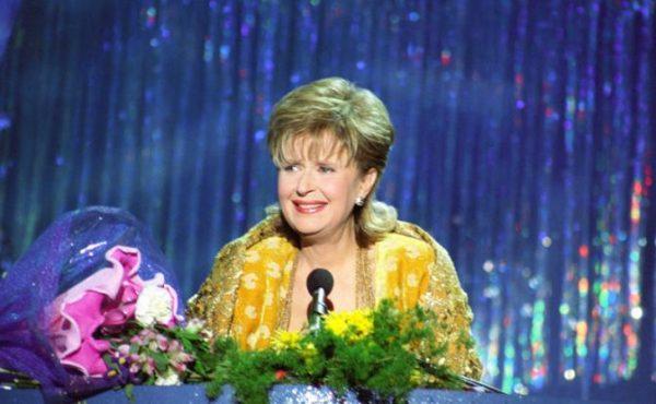 Известная телеведущая на сцене
