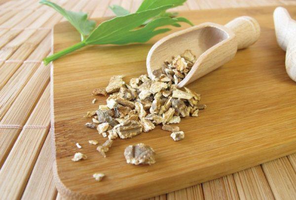 Высушенные корни любистка применяются в качестве приправы для приготовления блюд