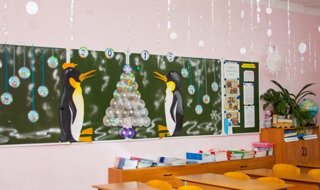 Школьная доска в новогоднем декоре