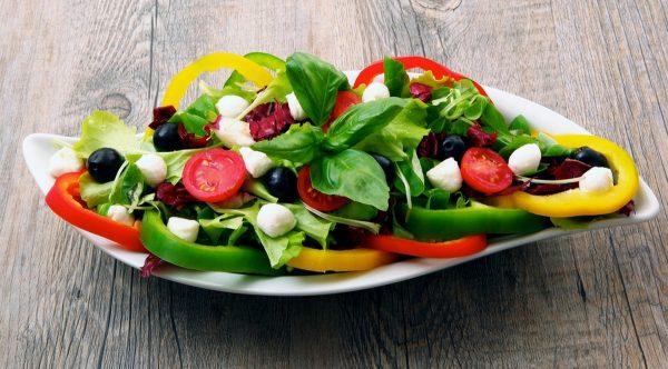 Овощные салаты прекрасно подойдут для ужина
