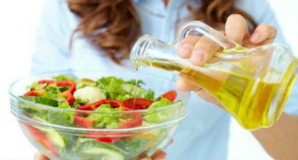 Маслом можно заправлять овощные салаты