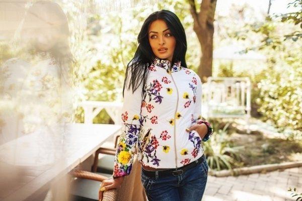 Женская куртка с цветочным принтом