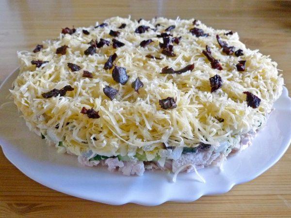 salat-damskii-kapriz-s-kuricei-i-chernoslivom_1498249951_22_max