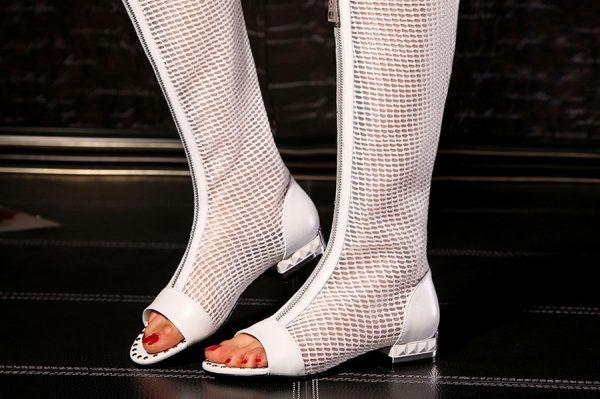 Модные сапоги сеточкой