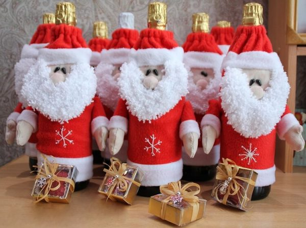 Украшение бутылки в виде Деда Мороза