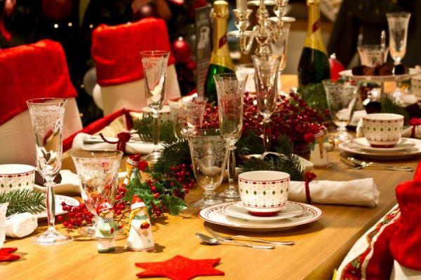 Украшение новогоднего стола 2018 должно быть максимально ярким