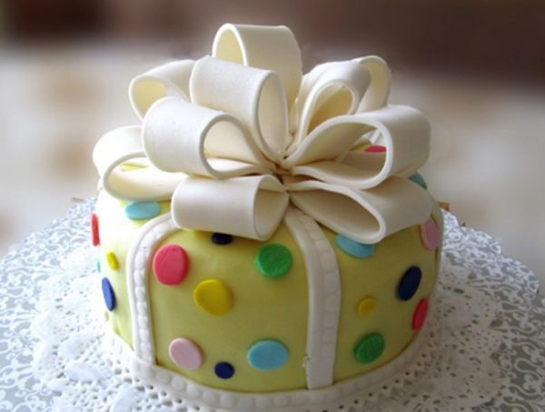 Торт в виде подарочной упаковке