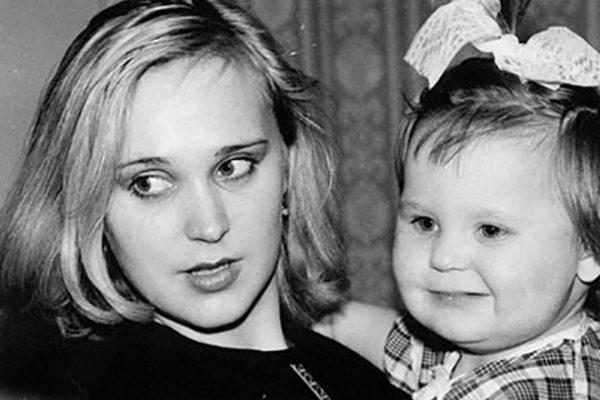 Пелагея в детстве со своей мамой