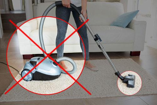 Нив коем случае нельзя собирать ртуть пылесосом