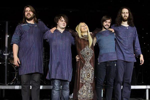 Пелагея со своим музыкальным коллективом