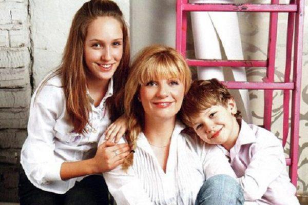 Актриса Анна Ардова с детьми