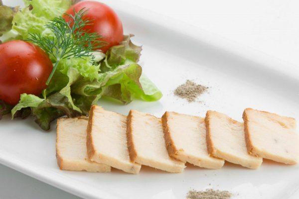 Употребление масляной рыбы в большом количестве может вызывать расстройство желудка