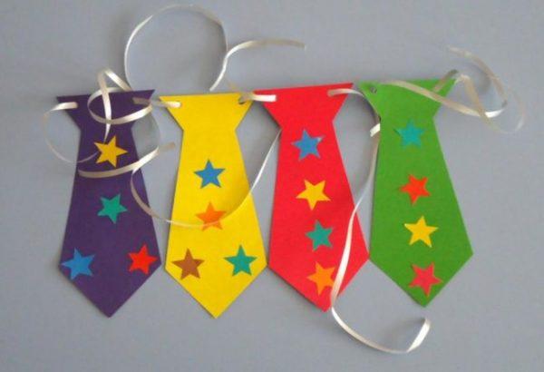 Разноцветные галстуки из бумаги
