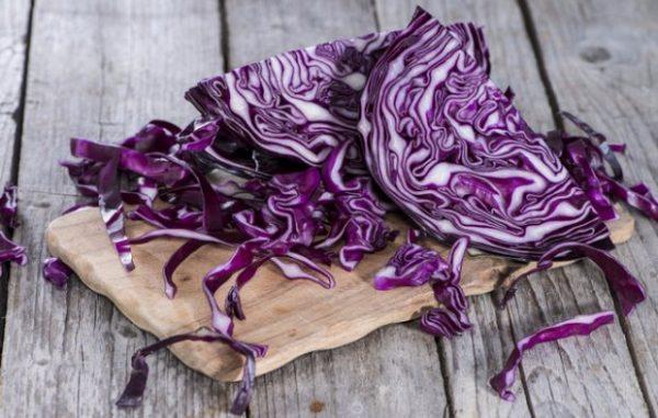 Из-за низкой калорийности красную капусту можно включать в диетическое питание