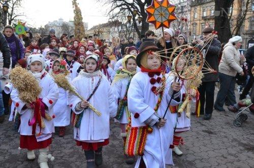 Нарядные костюмы на Святки