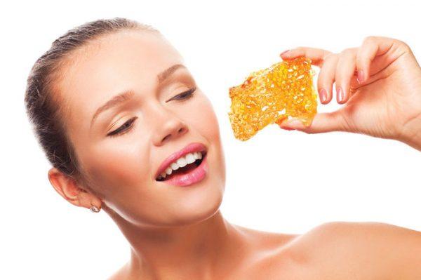 Людям страдающим от диабете разрешено есть мед в небольшом количестве
