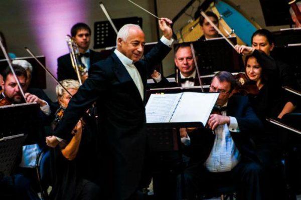 В. Спиваков во время концерта