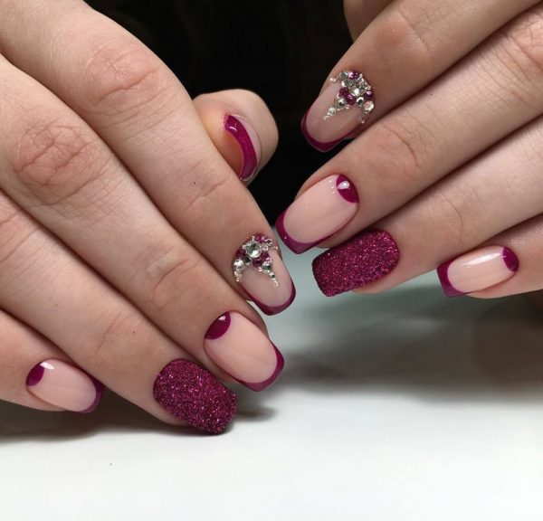 Дизайн ногтей с использованием камней