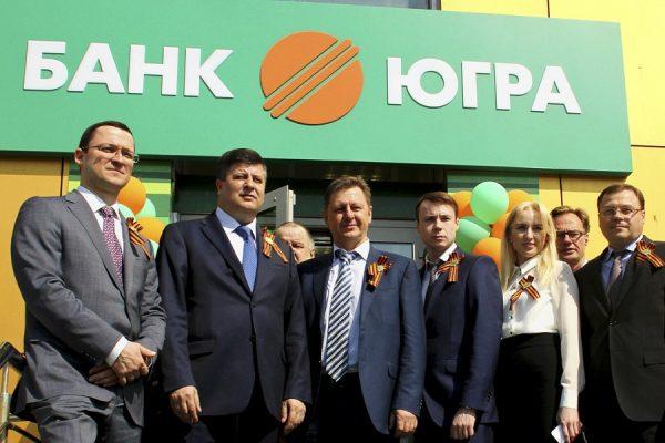 Алексей Хотин владеет 52 акций банка