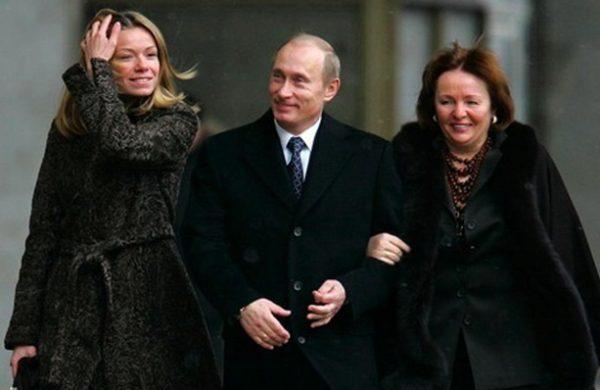 Владимир Путин с бывшей женой и дочерью