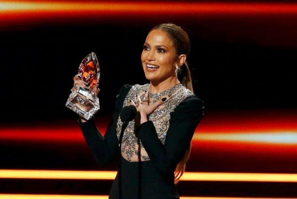 People s Choice Awards-2017: Джей Ло получила народный Оскар
