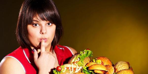 Вредная пища может вызывать неприятный запах изо рта