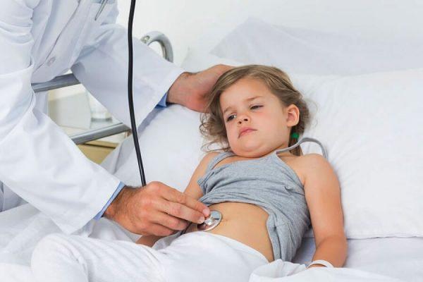 При ротавирусной инфекции у ребенка нужно вызвать врача