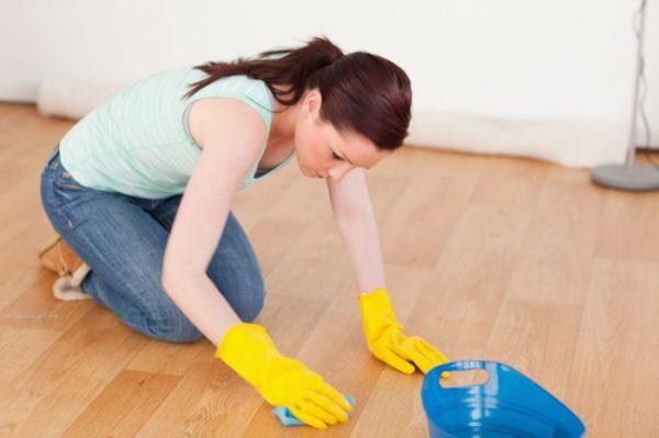 Утилизируя разбитый градусник нужно сделать влажную уборку