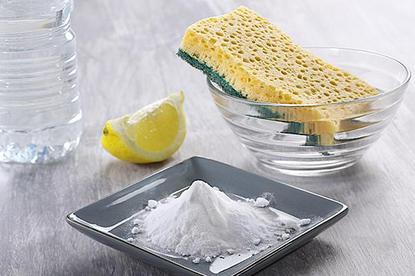 Очищение утюга содой и лимонным соком