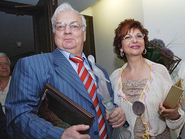 С женой Рокс