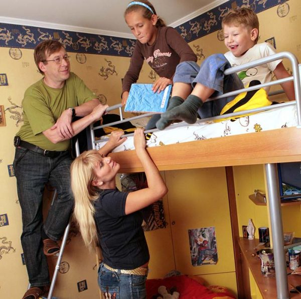 А. Шаврин с женой и детьми