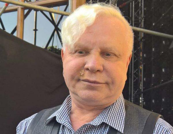 В прессе появилась информация о том, что у певца был диагностирован рак кожи