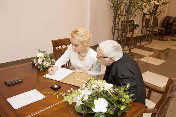 Фото со свадебной церемонии Виталины и актера Армена Джигарханяна
