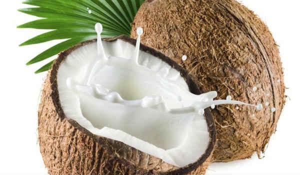 Кокосовое молоко применяется в кулинарии и косметологии