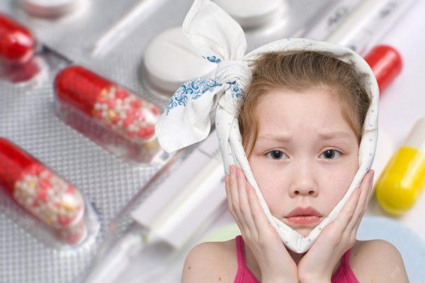 Лечащий врач может назначить антибиотики при боли в ушах