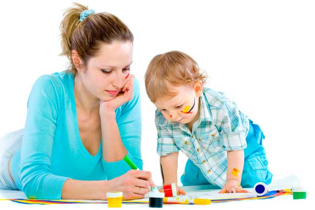Родителям нужно стараться как можно чаще заниматься с малышами