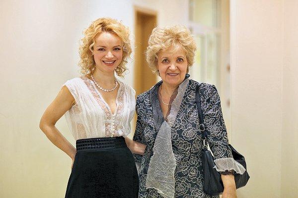 Виталина со своей мамой