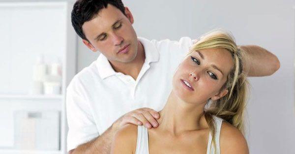 Чтобы избавиться от боли в области шеи можно сделать расслабляющий массаж