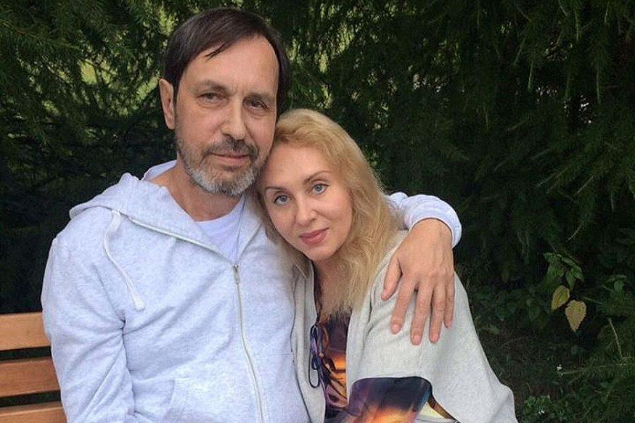 Известный музыкант со своей женой