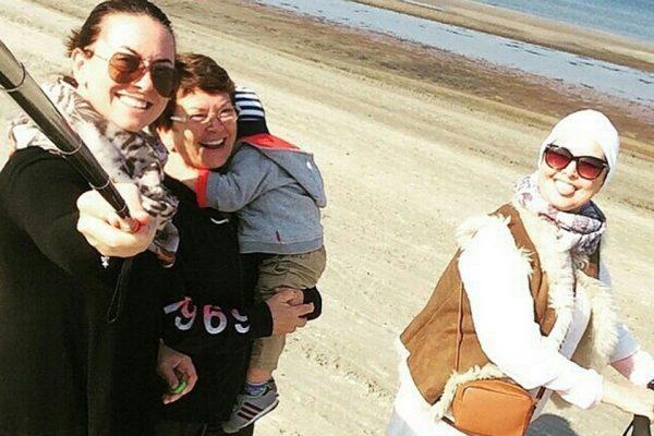 Жанна Фриске вместе со своей мамой, младшей сестрой и сыном