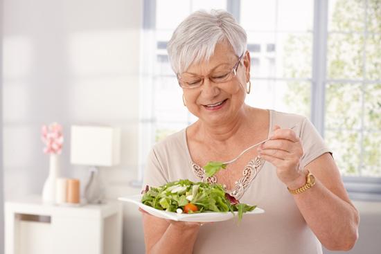 В возрасте после 50 лет стоит отдать предпочтение здоровому питанию