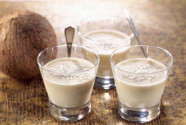 Кокосовое молоко не желательно давать маленьким детям