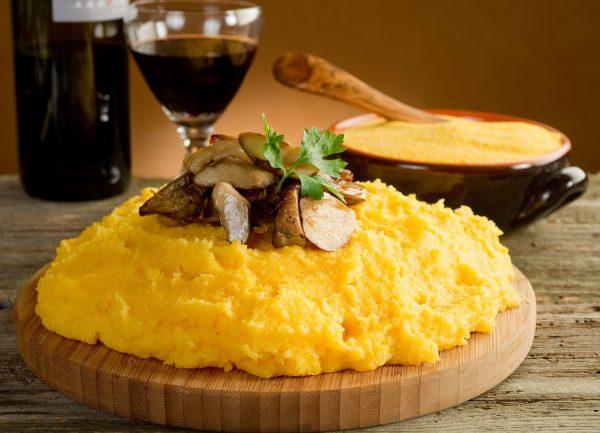 В кукурузной каше содержится большое количество витаминов
