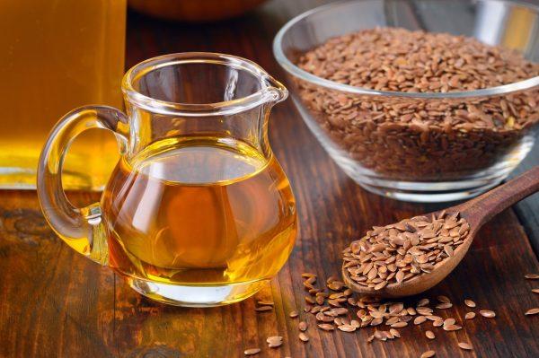 При заболеваниях щитовидной железы не желательно употреблять льняное масло