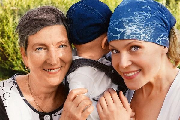 Актриса с мамой и своим сыном