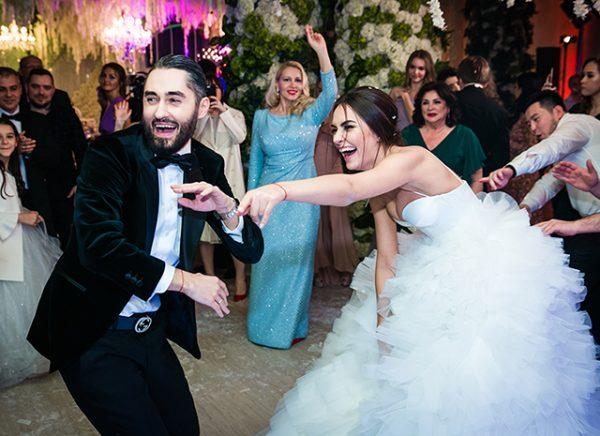 На свадебном торжестве присутствовало много известных людей