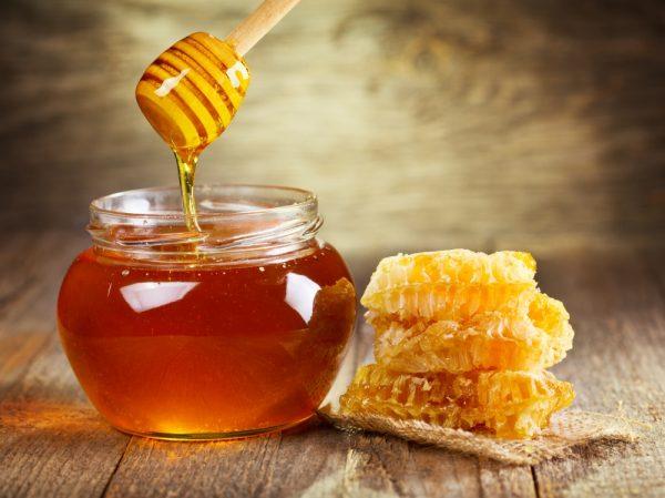 Специалисты рекомендуют употреблять весенний мед