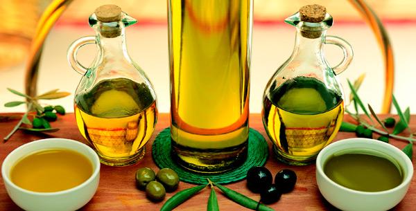 Оливковое масло желательно принимать по утрам натощак по столовой ложке